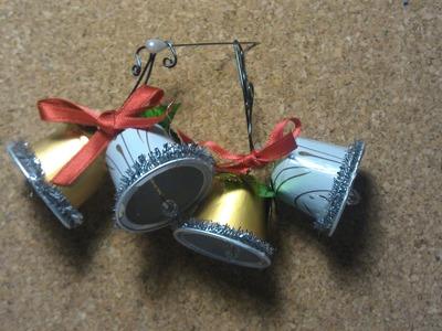 1º Adorno navideño, reciclando capsulas de cafe, unas campanas.recycling coffee capsules
