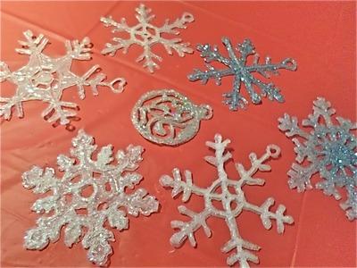 Copos de nieve con silicón caliente. Glue gun snowflakes