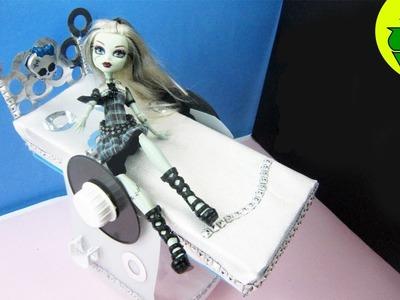 Manualidades para muñecas: Haz una cama inspirada por la muñeca de Monster High Frankie Stein