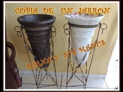 RECICLANDO PERIODICO.  Copia de un jarron. .   Newspaper recycling. .