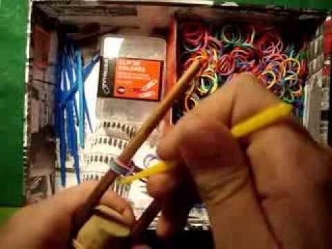 Como hacer una pulsera con raimbow loom o gomitas