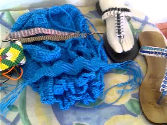Sandalias, carteras y pulseras elaboradas en anillas de refresco