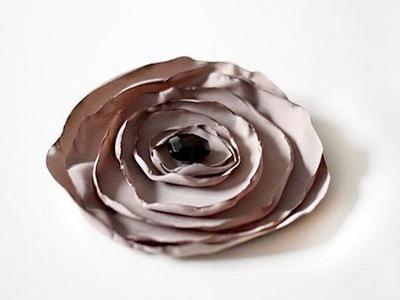 Cómo hacer un tocado flor de tela para el Día de la Madre