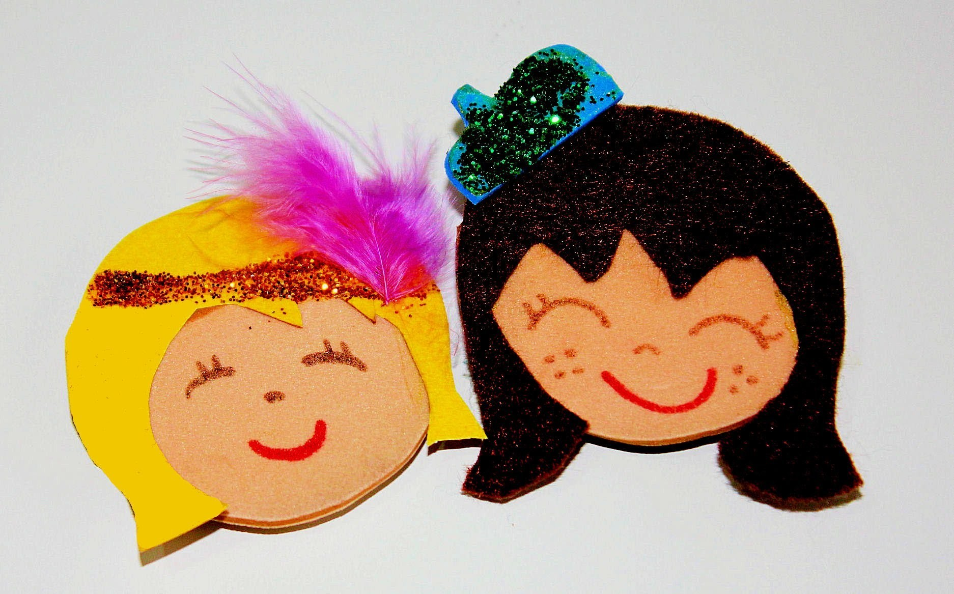 DIY:Broches de muñequitas por 30 céntimos. Felt dolls