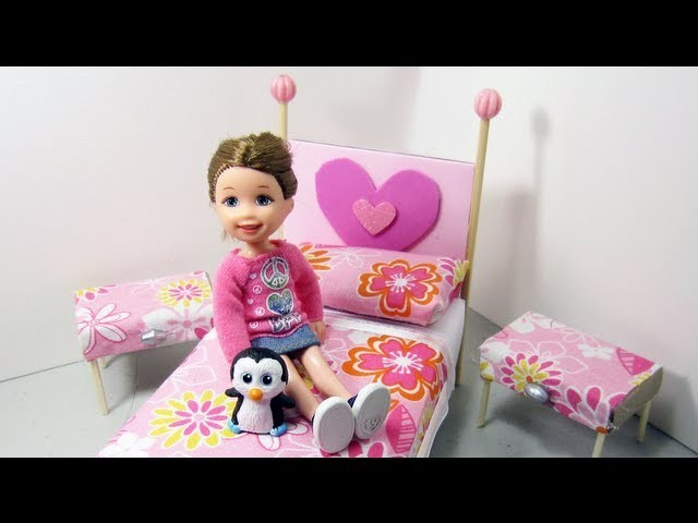 Episodio 543- Cómo hacer un juego de cuarto para su muñeca cama y mesitas de noche