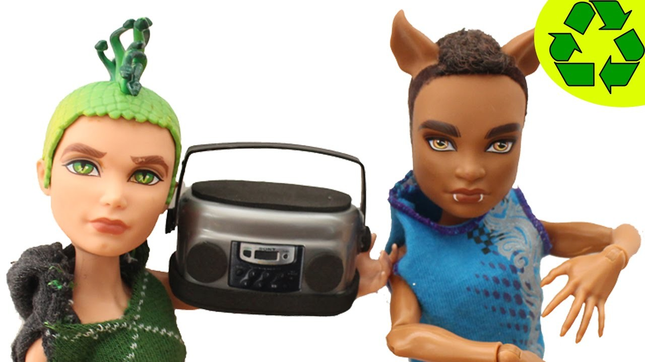 Cómo hacer un radio realista para muñecas  - Manualidades para muñecas