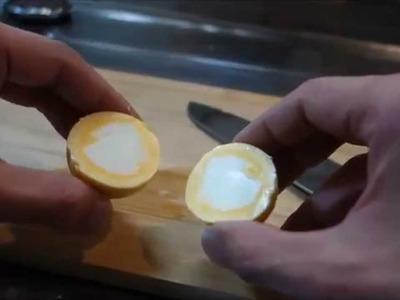 Cocina un huevo e invierte el orden de la yema y clara
