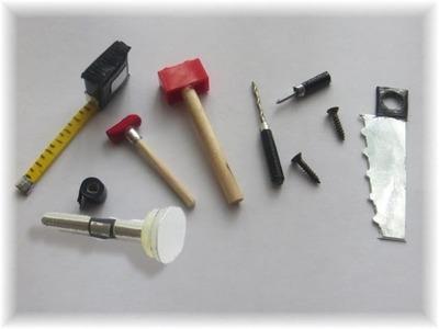 Cómo hacer herramientas para muñecas y muñecos. How to make a doll toolbox (ken)