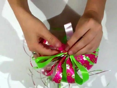 Como hacer un moño para un regalo de enamorados.facil-rapido.How to make a bow for a gift of love