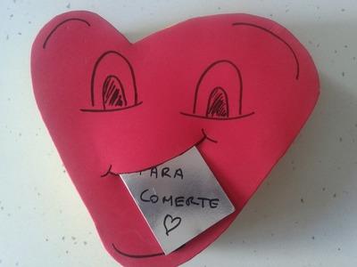 Manualidades:caja corazón de bombones de goma eva ( foamy) (Box heart chocolates)