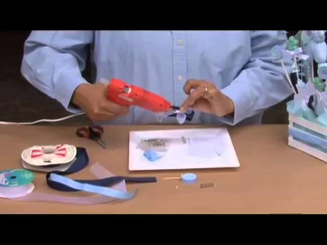 Cómo hacer un corsage azul para baby shower