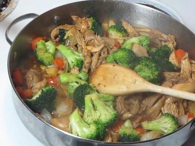 Pollo con brocoli, comida china.