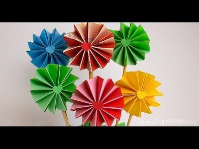 Cómo hacer flores de papel de acordeón de dos colores