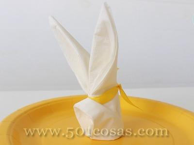 Cómo doblar una servilleta en forma de conejo