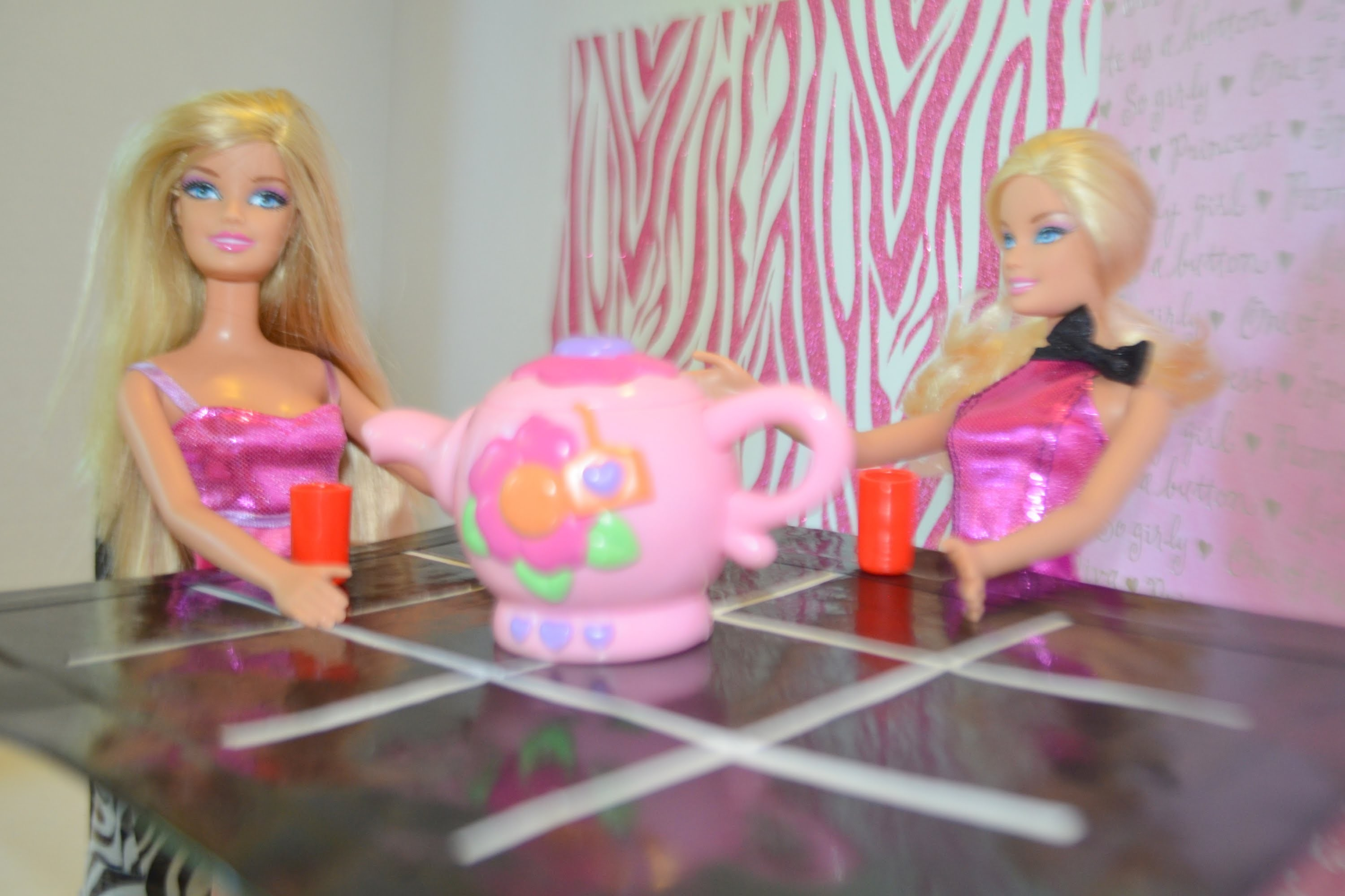 Como hacer mesa para Muñecas * How to make a doll's table
