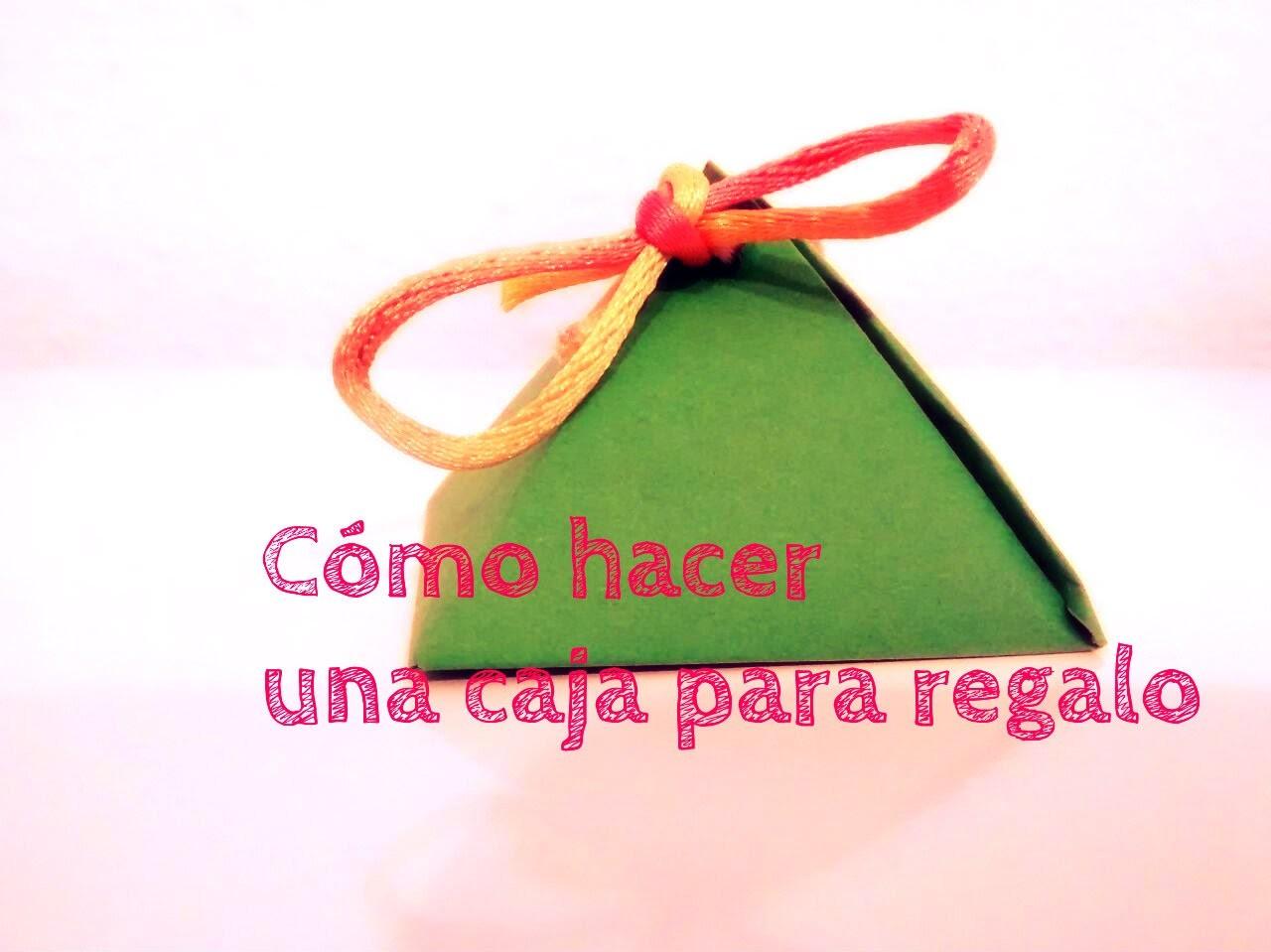 Cómo hacer una cajita para regalo - How to do a mini box for gift - Ahorradoras.com