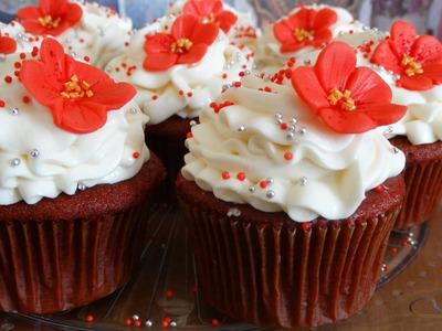Cupcakes de red velvet con frosting de queso crema y vainilla