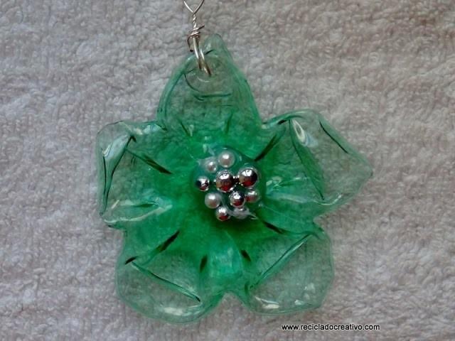 C mo hacer una flor con una botella pet de color verde con for Como hacer color verde
