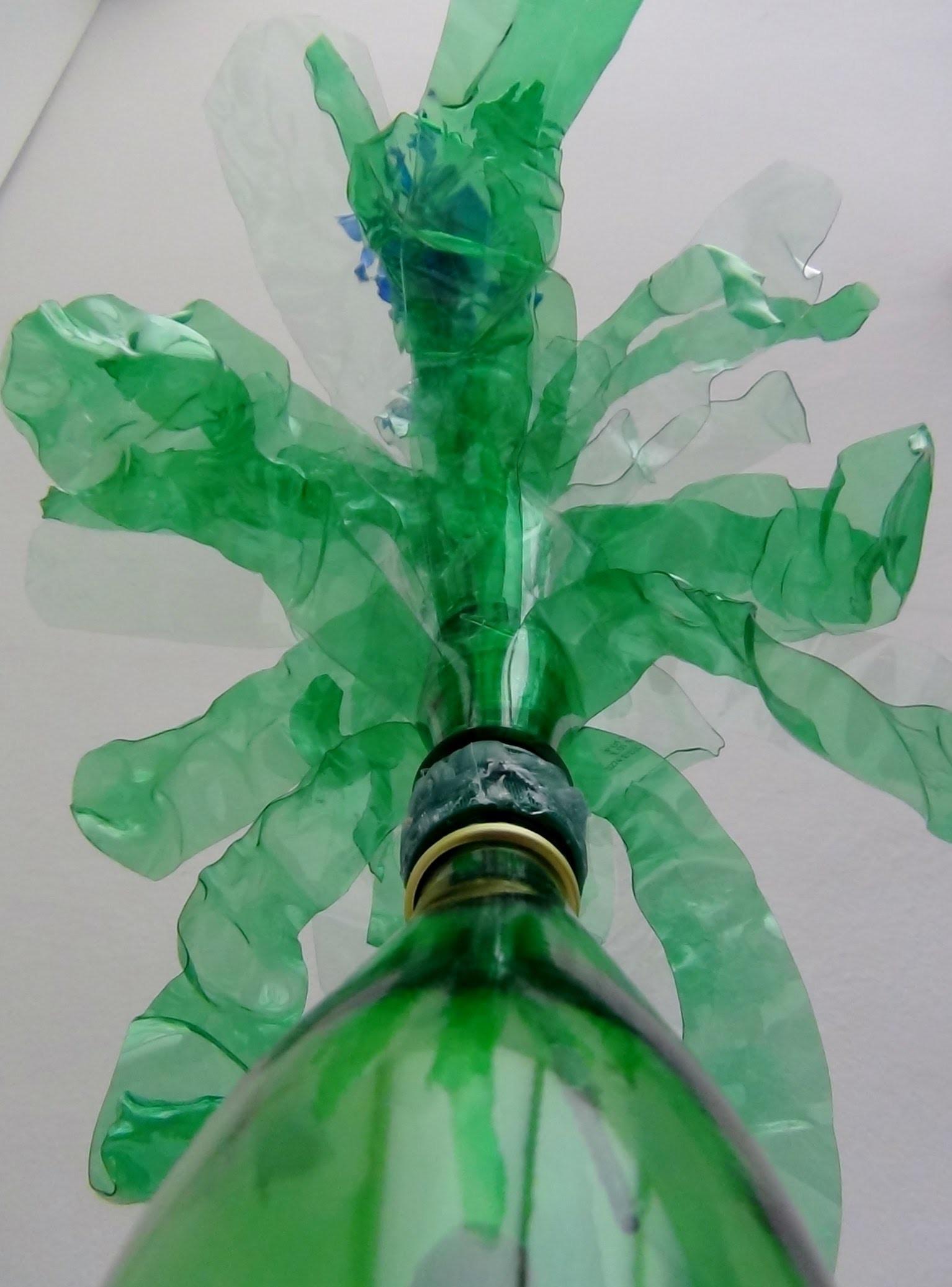 Como realizar hojas decorativas de plastico para adornar un florero