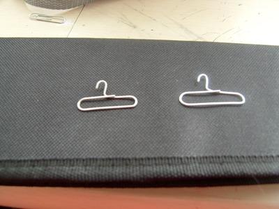 Ganchos o percheritos para ropa en miniatura.
