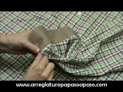 Subir los puños a una camisa que nos queda larga de manga