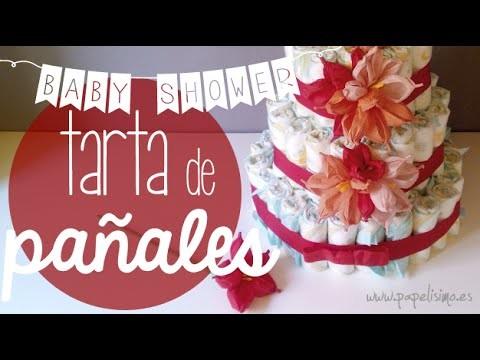 Tarta de pañales decorada con flores de papel