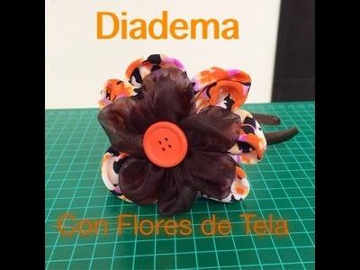 Diadema moderna con flor de tela