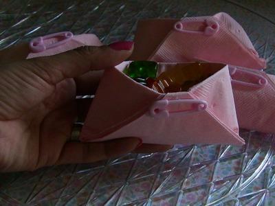 Como hacer  dulceros en forma de pañales para baby shower
