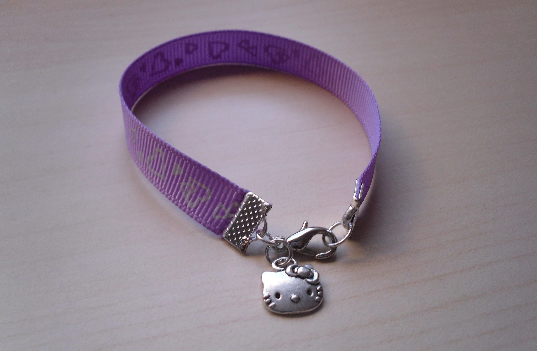 DIY Pulsera cinta con charm Hello Kitty. Bracelet with grosgrain and charms