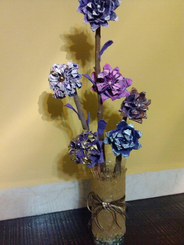 DIY Arreglo hecho con flores de cartón de huevo.Flower arrangement made with egg carton flowers