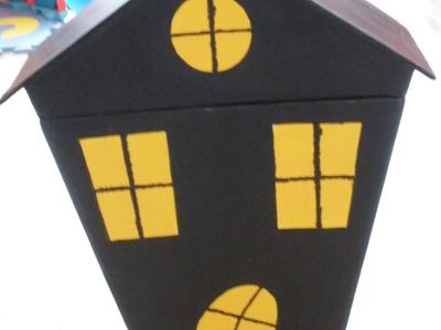 Caja con forma de casa del terror. Organizer box.
