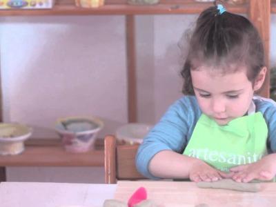 Cómo hacer una colorida mariposa con cerámica.