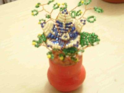 Como hacer una flor con chaquiras 2 de 2.
