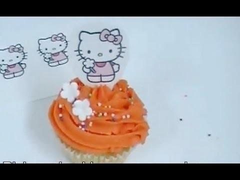 Cómo se decora un cupcake de Hello Kitty con una oblea