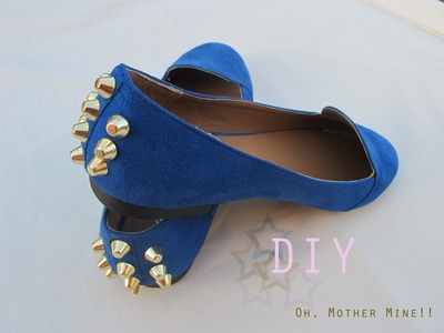 DIY Zapatos tachuelas azul klein. DIY Studded Shoes
