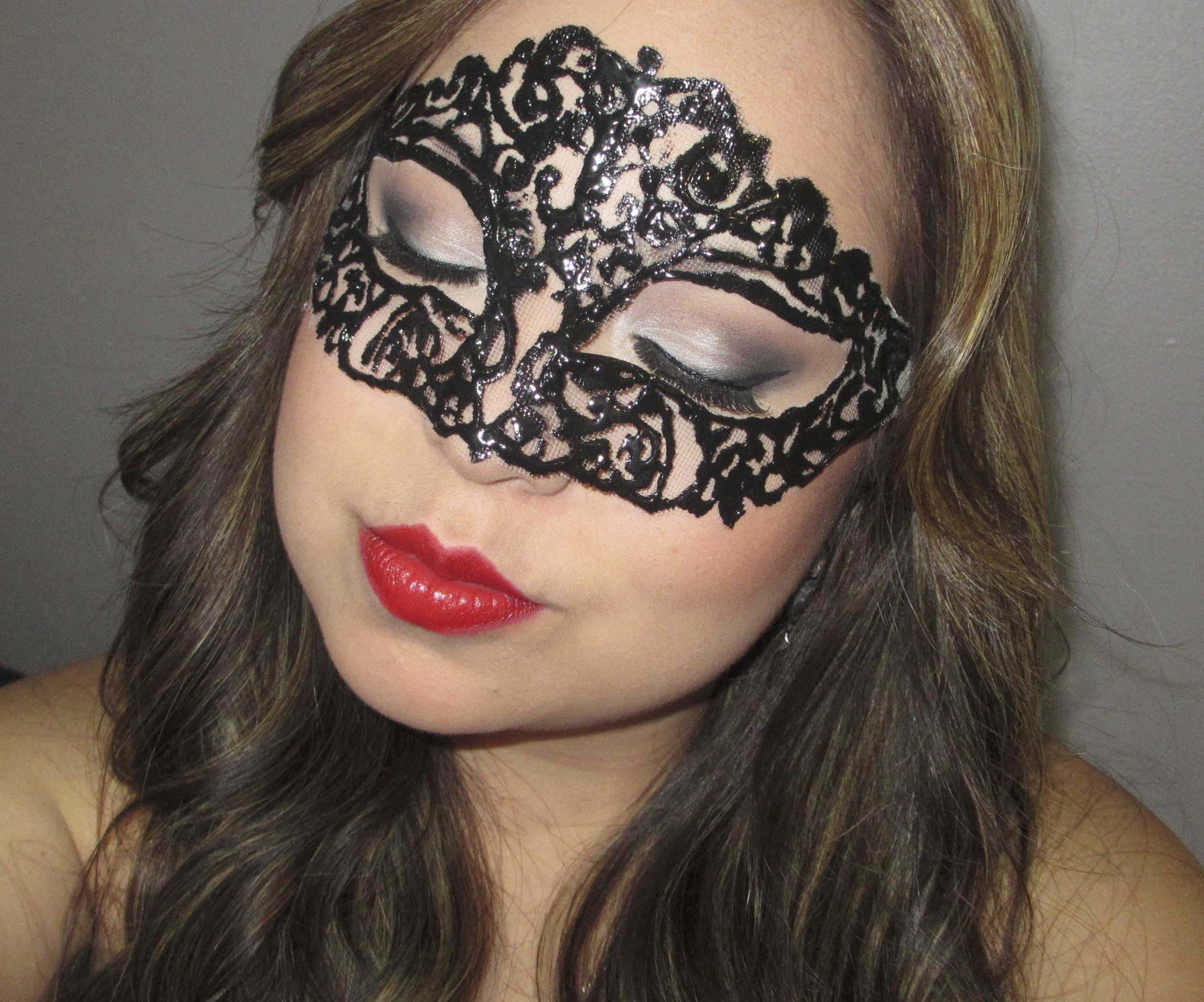 DYI: haz tu propio antifaz. Make your own masquerade