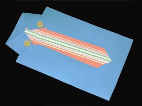 Manualidades de papel: tarjeta en forma de camisa