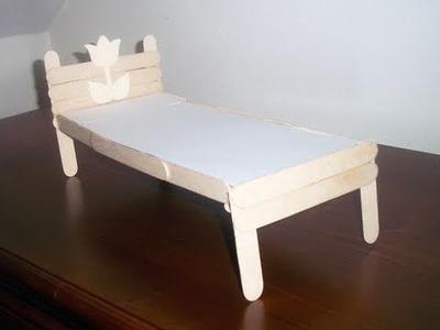 Manualidades para muñecas: Cómo hacer una cama con palitos de paleta