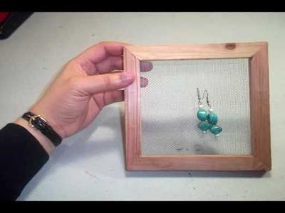 Porta-pendientes. aretes con un cuadro de madera reciclado