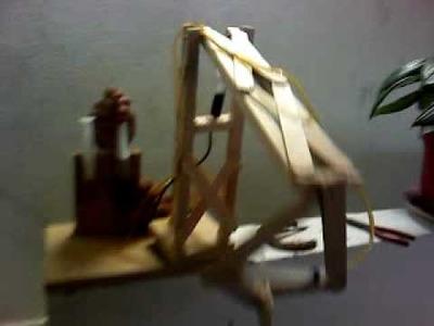 Brazo hidraulico con jeringas y palos de paleta