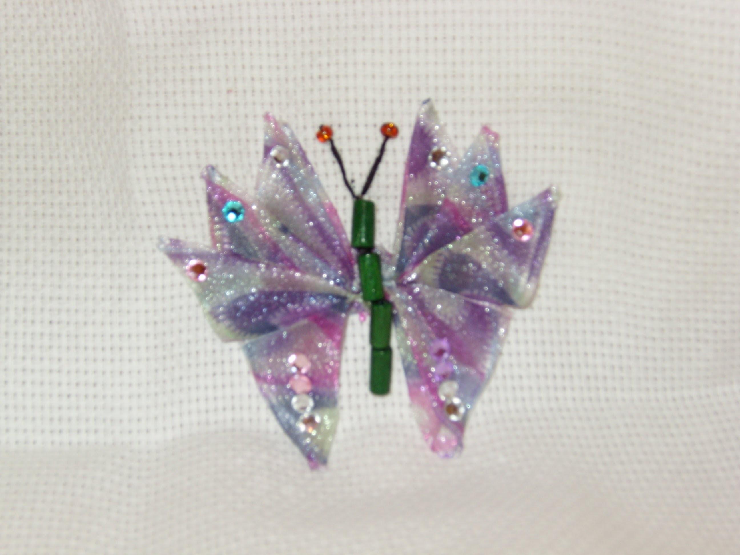 DIY Cómo bordar  una  mariposa abierta en listón.cintas