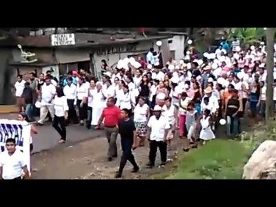 MARCHA EN COSOLAPA OAXACA, AGRADECIENDO LA VIOLENCIA DE LA POLICIA ESTATAL???