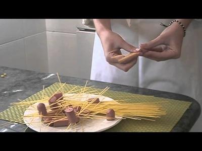Cómo hacer espaguetis decorados con salchichas | facilisimo.com