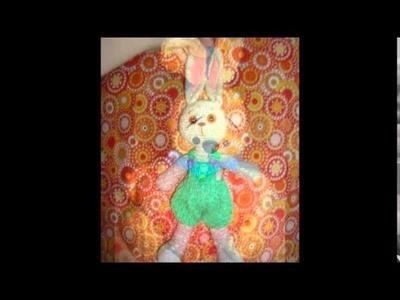 Modelos de conejos tejidos a ganchillo