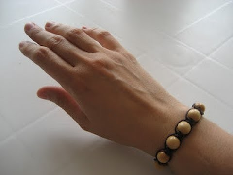 Cómo hacer una pulsera de macramé y cuentas. How to make a beaded wrap bracelet
