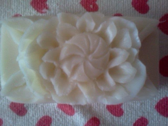 Tallado de jabón: Flor con centro de espiral