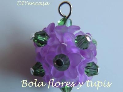 DIY. Como hacer un colgante con forma de bola con cuentas de  flores y tupis swarovski.