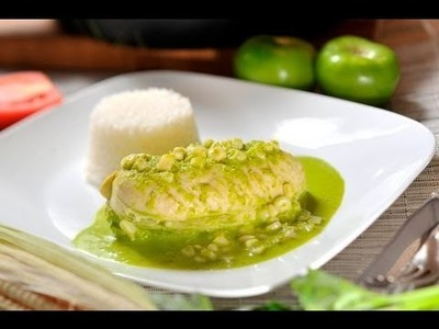 Pollo en salsa de chile poblano - Chicken in Chile Poblano Sauce