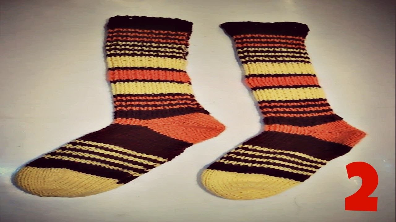 CALCETIN   DE LANA TEJIDO A DOS AGUJAS O PALILLOS. FABRIC WOOLEN SOCK WHITH TWO  NEEDLES
