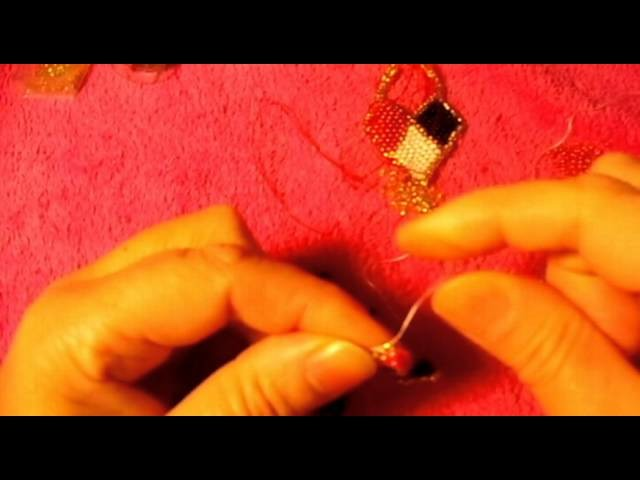 El modo se llama brick stitch me quedaron bien bellos mis aretes que no#5